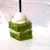 Шифоновый бисквит из микрогрина люцерны, сливочного сыра и перепелинного яйца