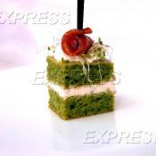 Шифоновый бисквит из микрогрина руколлы, сливочного сыра и колбасы Гурман