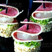 Канапе из салями Гурман в перце с маринованным ананасом