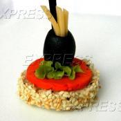 Канапе с сыром Гауда Черри ПЕСТО, маслиной и початками мини кукурузы