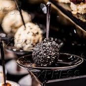 Творожный шарик с оливкой/маслиной, в чёрном кунжуте