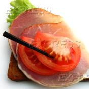 Бутерброд с телячьим балыком и свежим помидорчиком на тостовом хлебе