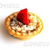 Мини-тарталетки с муссом из сыра Дор блю, орехами и свежей ягодой
